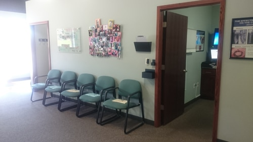 Chiropractic Lincoln NE Office waiting chairs (2)